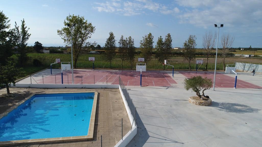 Amposta parc estudiantes casa de colonias delta parc for Piscina amposta